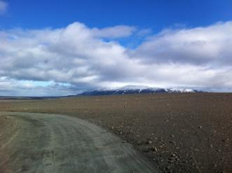driving between Hofsjokull and Tungnaellsjokull in Sprengisandur