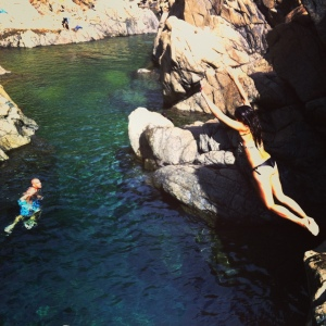 cliff jumping in Dumbea river