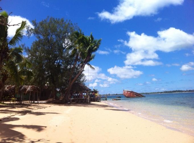 a sunny Sunday retreat to Pangiamotu island