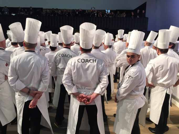 The French commis looking back